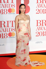 Jorja Smith looked super seductive in a sheer floral corset gown by Dolce & Gabbana at the 2018 Brit Awards.