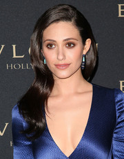 Emmy Rossum topped off her blue-themed ensemble with a pair of dangling decorative earrings by Bulgari.