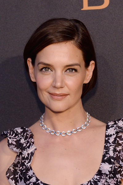 Katie Holmes accessorized with a beautiful diamond chain necklace.