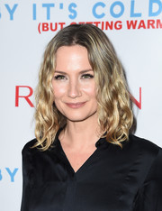 Jennifer Nettles wore her hair down to her shoulders in high-volume waves at the 'Baby It's Cold Outside' concert.