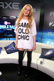 Lindsay Lohan made a sassy statement with her sequined Ashish T-shirt during Jingle Ball.