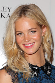 Erin Heatherton sported casual center-parted waves at the Badgley Mischka fashion show.