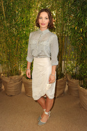 Perdita Weeks kept it basic in a light gray pin-dot blouse during the Baileys Women's Prize for Fiction Awards.