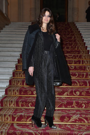 Isabeli Fontana layered a suede jacket over her suit for added warmth.