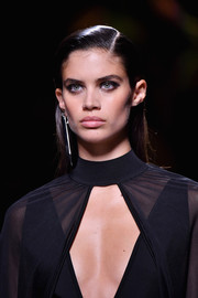 Sara Sampaio sported a straight side-parted style on the Balmain runway.