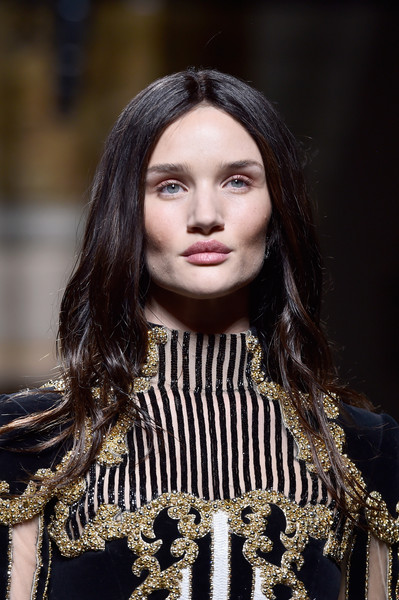 Rosie Huntington-Whiteley channeled Kim K. with these center-parted waves for the Balmain fashion show.