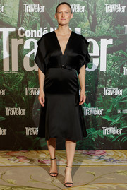 Bar Refaeli attended the Conde Nast Traveler Awards 2017 wearing a black V-neck maternity dress by Victoria Beckham.