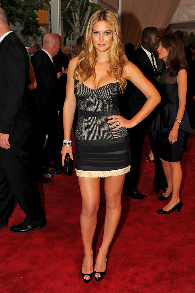 Bar Refaeli (With images) | Beautiful dresses, Red carpet