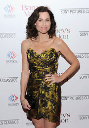 Minnie Driver complemented her gold dress with a black woven Intrecciato clutch.