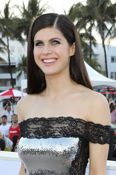 Alexandra Daddario opted for a sleek straight hairstyle when she attended the world premiere of 'Baywatch.'