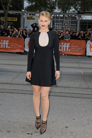 Alice Eve attended the 'Before We Go' premiere wearing a long-sleeve LBD with a contrasting white accent on the yoke.