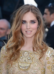 A bright purple eyeliner and shadow added an unexpected pop to Chiara Ferragni's gold beaded gown.