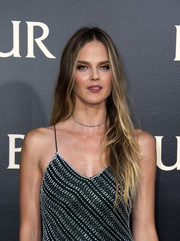 Shannan Click was hippie-glam at the 'Ben-Hur' LA premiere wearing this mildly messy center-parted style.