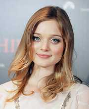 Bella Heathcote nicely combined bright green and black eyeshadow at the 'Beneath Hill 60' premiere.