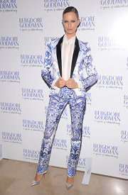 Karolina Kurkova's silver pointy-toe pumps were a show-stopping finish to her trendy, tailored printed suit.