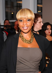 Mary J. Blige added a little sparkle to her look with a gold chain necklace.