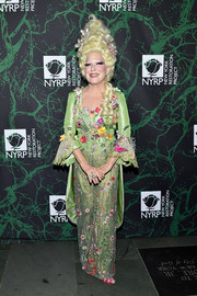 Bette Midler bloomed in a floral-embroidered green pantsuit at the 2017 Hulaween event.