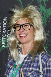 Anna Camp donned a teased blond wig for the 2017 Hulaween event.