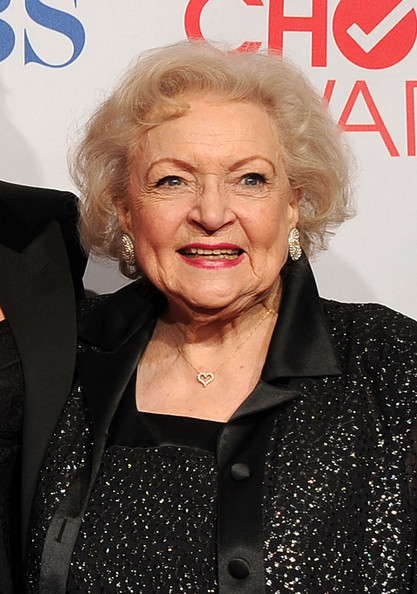 Betty White Curled Out Bob []