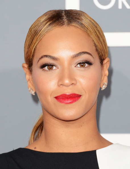 Beyonce Knowles Red Lipstick [eyebrow,lip,chin,beauty,hairstyle,cheek,forehead,blond,eyelash,fashion model,arrivals,singer beyonce,staples center,los angeles,california,55th annual grammy awards]