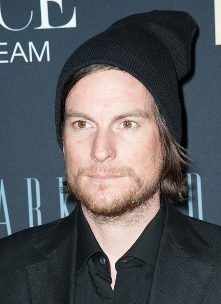 Ed Burke made his red carpet look have a casual feeling to it with this simple black beanie.