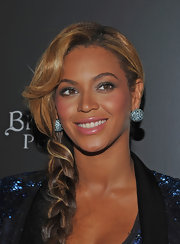 Beyonce wore a pair of large gemstone-encrusted earrings at the launch of her Pulse fragrance.