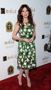 Roma Downey chose a very feminine and soft look at 'The Bible Experience' opening gala where she wore this floral patterned frock.