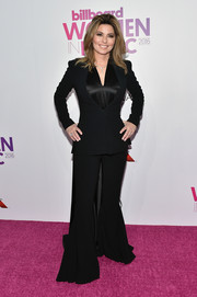 Shania Twain channeled the '70s with this black bell-bottom pantsuit at the Billboard Women in Music 2016.