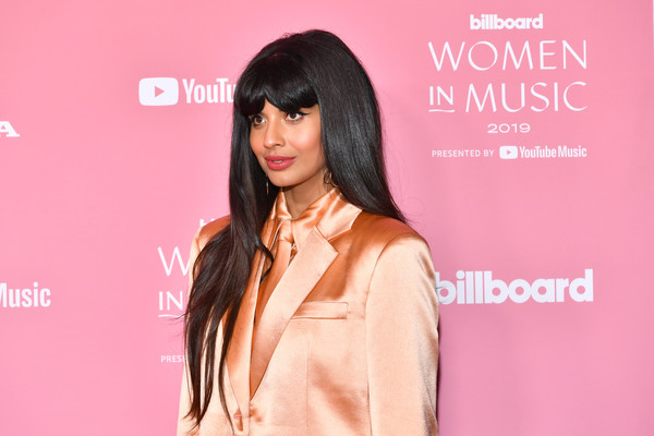 Jameela Jamil wore her long hair down in a straight style with her signature parted bangs at the Billboard Women in Music 2019.