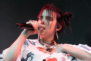 Billie Eilish completed her eye-catching accessories with some skull rings.