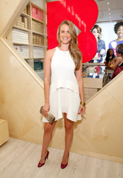 Julie Henderson went for relaxed sophistication in a sleeveless white trapeze dress during the Birchbox flagship store opening.
