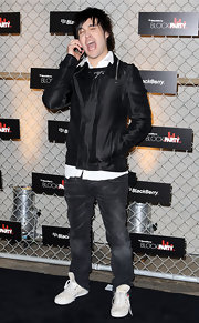Pete wore dark denim with casual canvas lace-up sneakers.