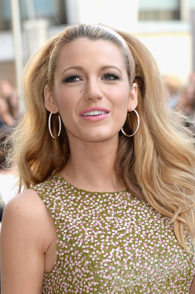 Blake Lively Retro Hairstyle [hair,face,blond,hairstyle,eyebrow,beauty,long hair,lip,skin,brown hair,arrivals,blake lively,fashion awards,cfda fashion awards,alice tully hall,new york city,lincoln center,cfda]