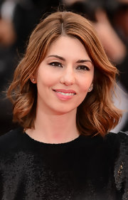 Sofia Coppola chose brushed out waves to give her look a soft and flirty touch.