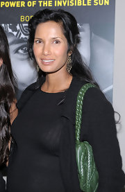 This dark green shoulder bag adds a nice spoce of color to Padma's all black outfit.