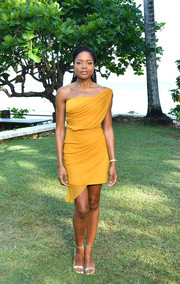 Naomie Harris styled her dress with gold ankle-strap heels by Gianvito Rossi.