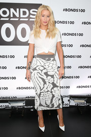 Iggy Azalea jazzed up her plain T-shirt with a white and gray intarsia pencil skirt by Alice McCall.