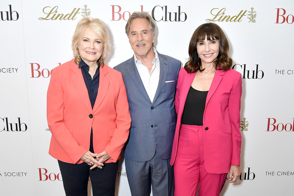 More Pics of Candice Bergen Layered Razor Cut (4 of 6) - Candice Bergen Lookbook - StyleBistro [red,suit,pink,fashion,yellow,event,outerwear,formal wear,premiere,pantsuit,actors,mary steenburgen,don johnson,candice bergen,book club,l-r,new york,city cinemas,screening,screening]