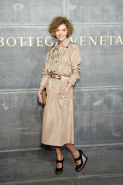 Arizona Muse kept it simple yet stylish in a gold shirtdress by Bottega Veneta during the brand's Fall 2018 show.