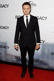 Jeremy Renner looked classic in this simple two-button black suit at the 'Bourne Legacy' premiere.