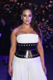 Ashley Graham accentuated her curvy figure with an oversized laser-cut belt for the Brandon Maxwell fashion show.