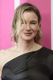 Renee Zellweger rocked messy waves at the Berlin premiere of 'Bridget Jones's Baby.'