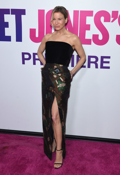 Renee Zellweger kept it super classy in a strapless velvet and brocade gown by Schiaparelli Couture at the New York premiere of 'Bridget Jones's Baby.'