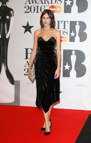 Alexa Chung brought a high dose of elegance to the Brit Awards with this ruched velvet strapless dress by Preen.