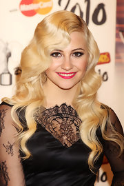 Pixie Lott showed off her retro waves while attending the Brit Awards.
