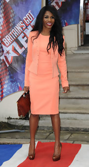 Sinitta chose a peach sheath dress and matching fitted jacket for her sleek and sophisticated red carpet look.