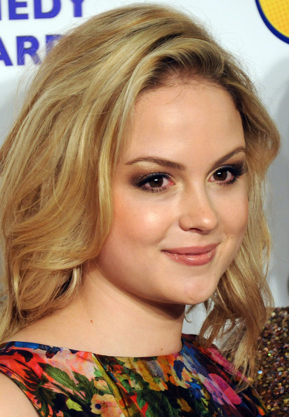 Kimberley Nixon wore glimmering metallic gold shadow to highlight her smoky-eyed look at the 2011 British Comedy Awards.