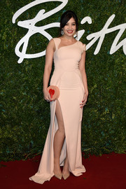 Daisy Lowe complemented her gown with a heart-embellished round clutch by Charlotte Olympia.