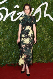 Michelle Dockery finished off her look with simple black pumps.