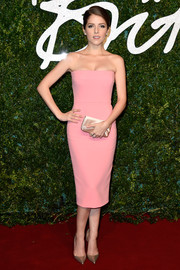 A nude Louboutin satin clutch polished off Anna Kendrick's minimalist yet elegant ensemble.